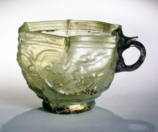 Geniş 10.19 51 2004 glaskop med druer