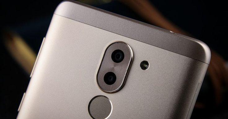 Huawei apresenta o Honor 6X    A Huawei apresentou oficialmente o Honor 6X que apesar de ser um aparelho intermediário traz especificações de topo de gama mas com um preço bem em conta. Para começar posso dizer que o aparelho vem equipado com um corpo totalmente de metal um ecrã de 55 polegadas com resolução Full HD uma dupla camara traseira cuja a principal é de 12 megapixéis e a auxiliar de 2 megapixéis (a Huawei ainda não explicou como funcionaram estas duas câmaras em conjunto). Ainda…