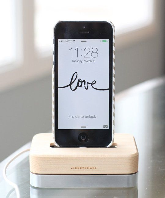 Love everything about this... from the screen wallpaper to the dock - Grovemade Maple Phone Dock — Tech Test Lab Review