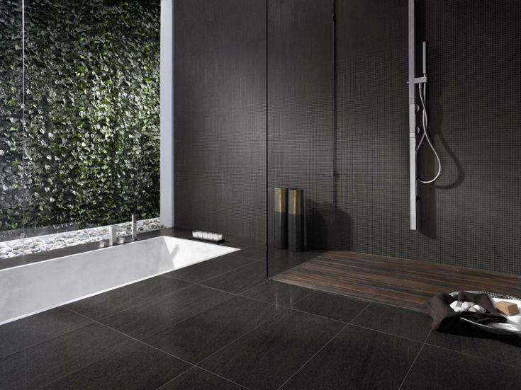 Badezimmer Schwarze Fliesen Wände Fußboden Weiße Badewanne #bathroom #style