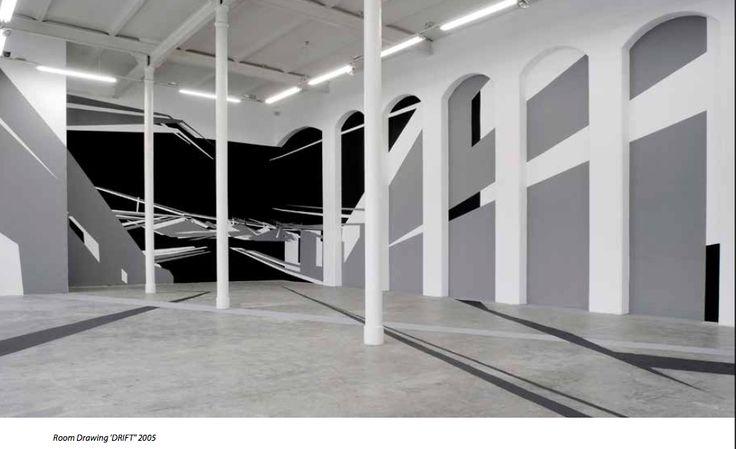 In haar Room Drawings, die Christine Rusche tijdelijke oorden noemt, onderzoekt de kunstenares de samensmelting van het ruimte-creërend vermogen van schilderen, beeldhouwkunst en architectuur. De beeldtaal van de muurschilderingen bestaat uit grote vormen die richtingen, perspectieven, ritmen en bewegingen in de ruimte beschrijven en tegelijk als een fictief ruimtelijke structuur in de architectonisch ruimte ingrijpen. BC Fotografie - Johan Bakels & Jenny van den Hurk