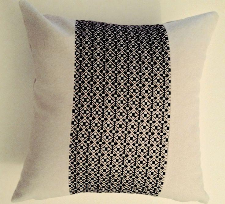 Personnalisez votre coussin décoratif en choisissant vos tissus et modèle.