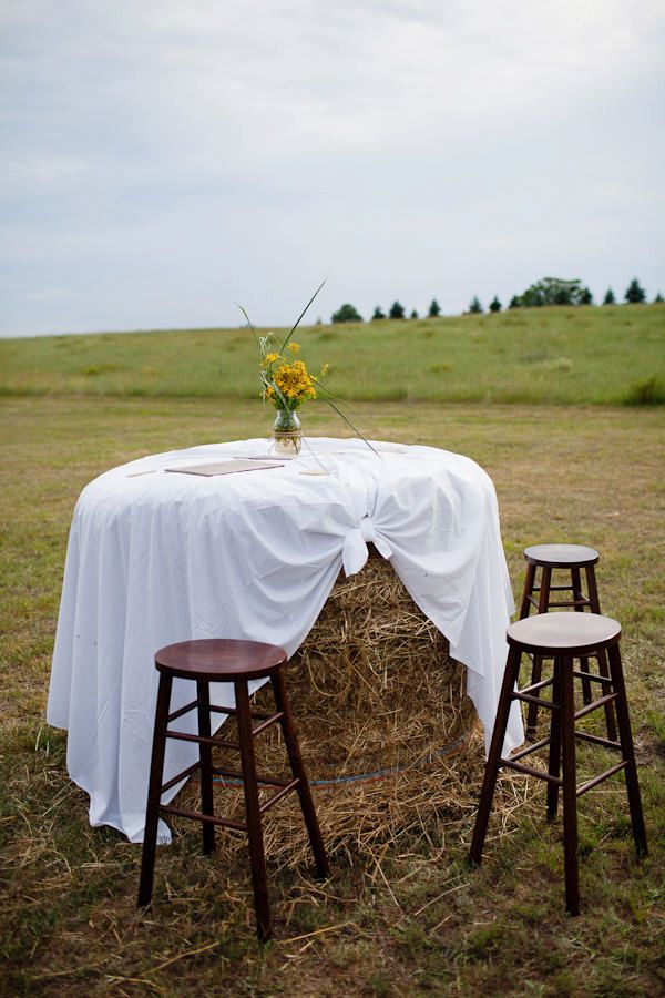 hay bale table: I can totally visualize a country chick wine & small bites ending to a corn maze. Love'n it!
