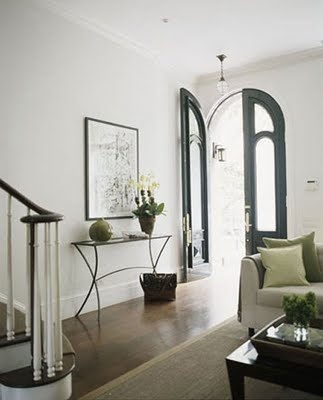 yes, those black arched doors: The Doors, Entryway Tables, Decor Ideas, Entry Doors, Arched Doors, Consoles Tables, Gold Tables, Front Doors, Arches Doors