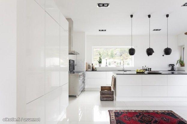 Upea valkoinen keittiö