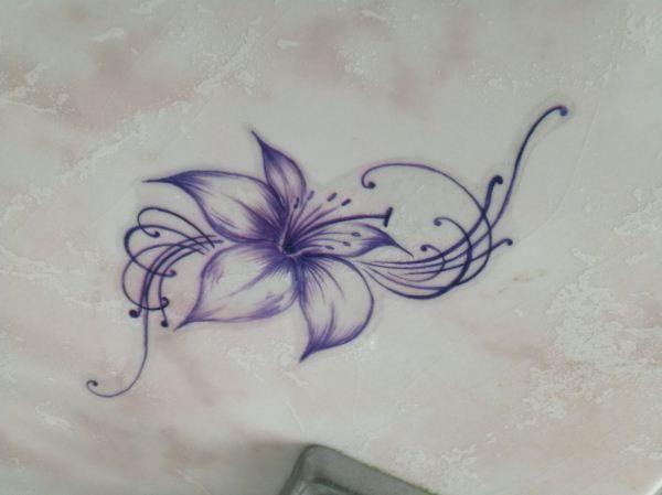 die besten 17 ideen zu lilien tattoos auf pinterest. Black Bedroom Furniture Sets. Home Design Ideas