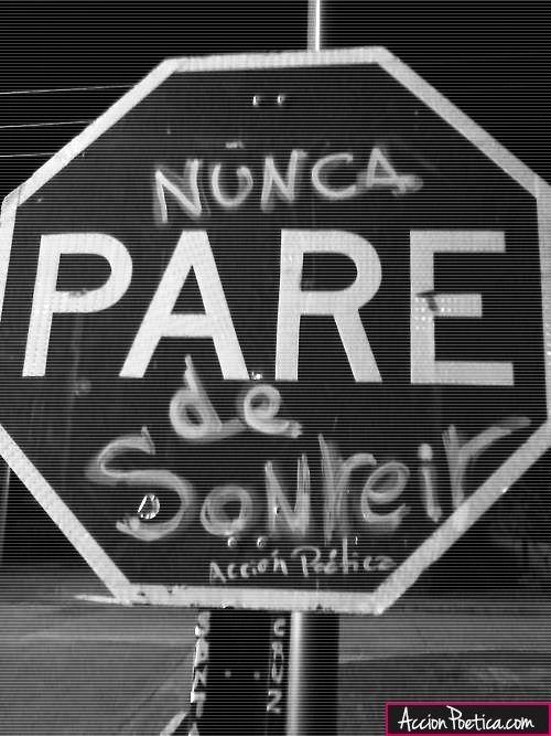 Nunca pare de sonreír  #rima #artepublico