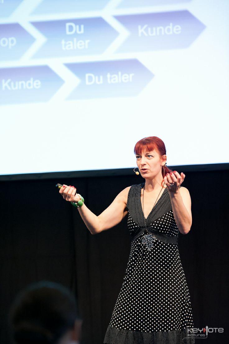 Elisabeth Kolerus Vind med foredrag om videobranding og at blive synlig med video i Øksnehallen.