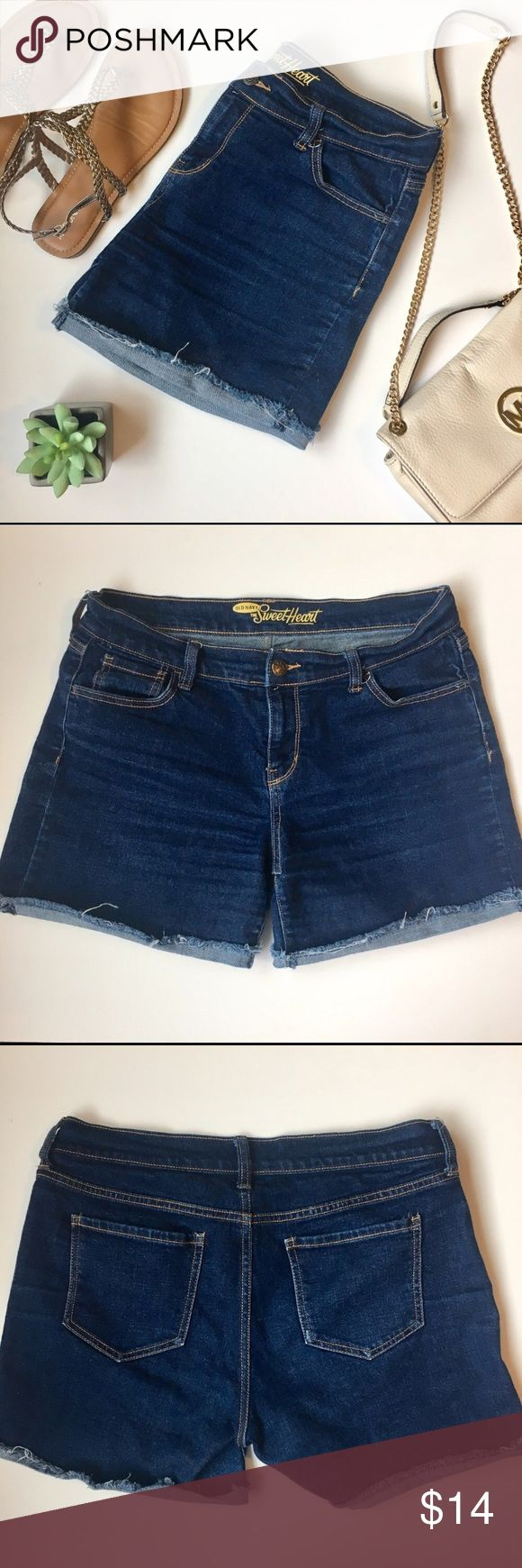 Old Navy The SweetHeart Cut-off Jean Shorts Old Navy The SweetHeart Cut-off Jean Denim Shorts   •Size: 6 Regular •Cut-off with cuffed bottom •Like new!  Ships same or next day from a Smoke-Free home! Old Navy Jeans