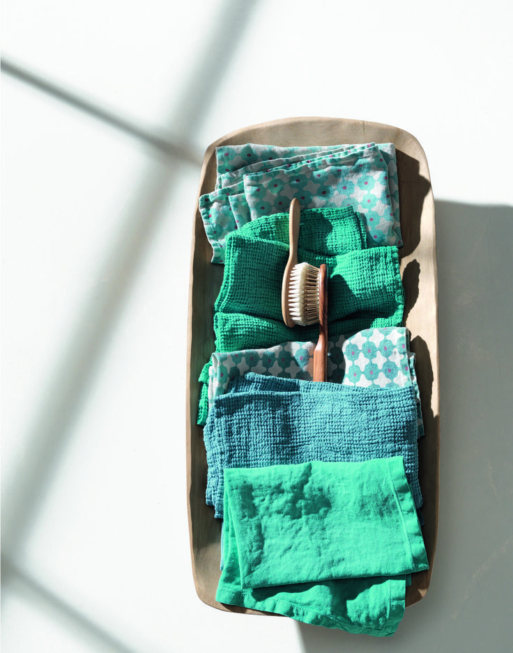 Society Limonta | Bath linens in linen and cotton _ blue acquamarina and turquoise  www.societylimonta.com