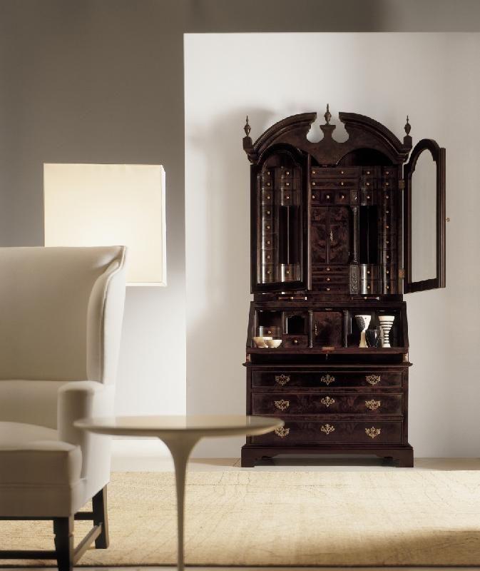 Секретер в стиле английской королевы  Анны от итальянской фабрики AnniBale Colombo.