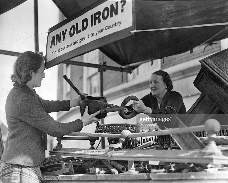 June 1940, Kingston Upon Thames, Surrey, A Women's