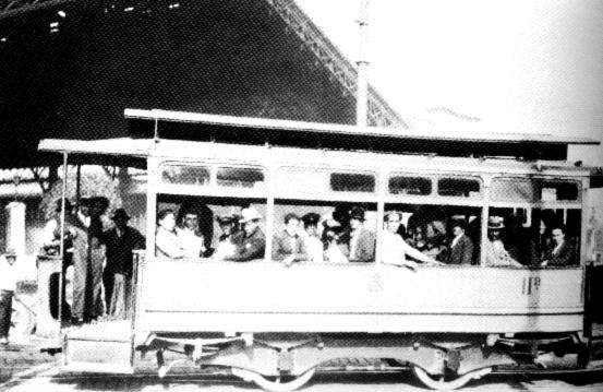1910, tranvia hacia el Barrio de Chuchunco, si, Chuchunco existia.    El barrio de Estación Central, antiguamente conocido como «Chuchunco» (que en mapudungún significa «mucha agua») cambió de nombre por allí situarse la Estación Central de Ferrocarriles, surgió a finales del siglo XIX como parte integrante de la comuna de Santiago, por estar situado a orillas de la Alameda, que es paso obligado para la entrada a Santiago, lo que le otorgó una importancia que se ha mantenido hasta hoy.