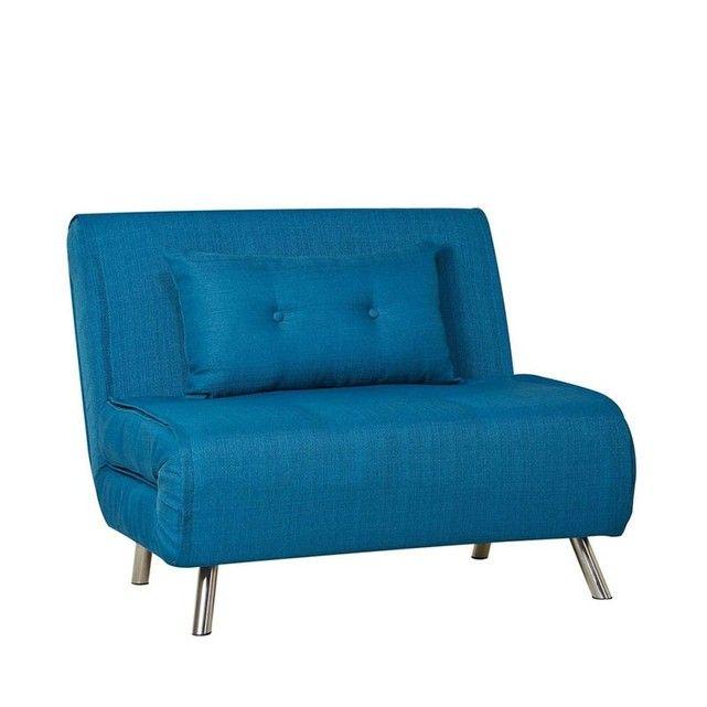 La chauffeuse Murphy est un produit modulaire et contemporain, bien adapté à un mode de vie cool et actif ! c'est en effet un joli fauteuilpour meubler de façon design le salon d'un petit appartement, mais c'est aussi un canapé 1 placebien pratique pour une chambre d'amis, un studio d'étudiant.Revêtue de tissu bleu ou gris, garni d'une mousse au confort souple, on aime le peps que procure à cefauteuil designses pieds chromés. Côté pratique, on le déploie grâce à s...