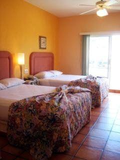 hotel-Las Palmas Hotel & Suites