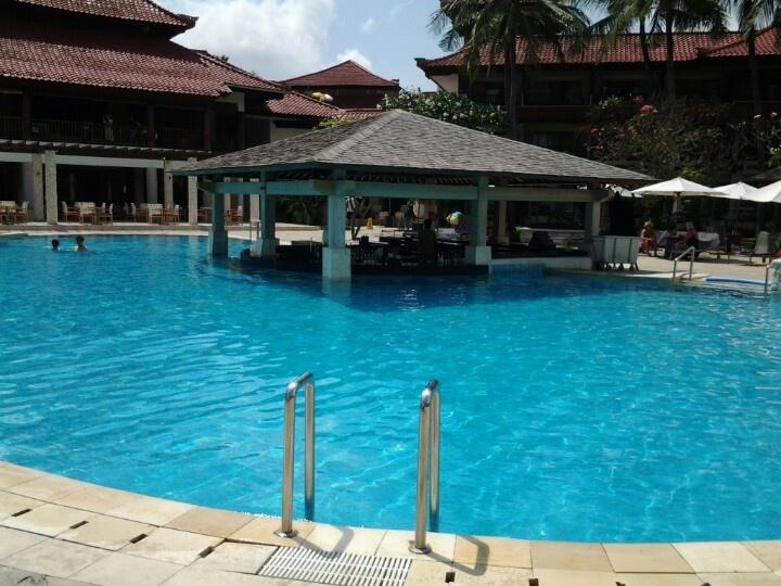 Swim Up Pool Bar.. a Bali must have..