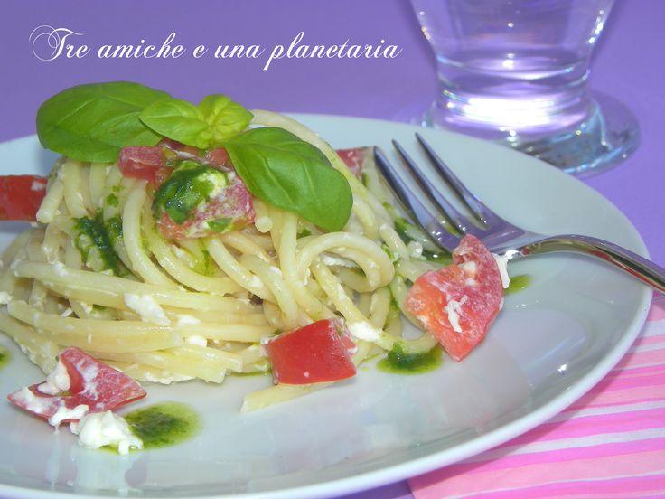 Spaghetti alla crudaiola con burrata e pomodori
