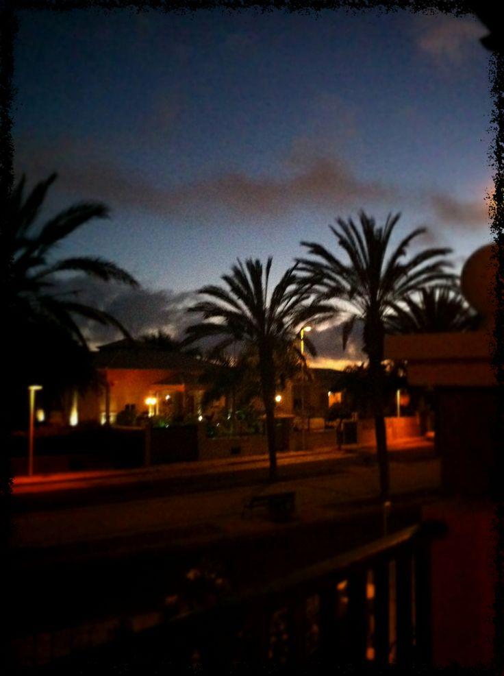 Anochece en la Playa de Las Américas - 2013
