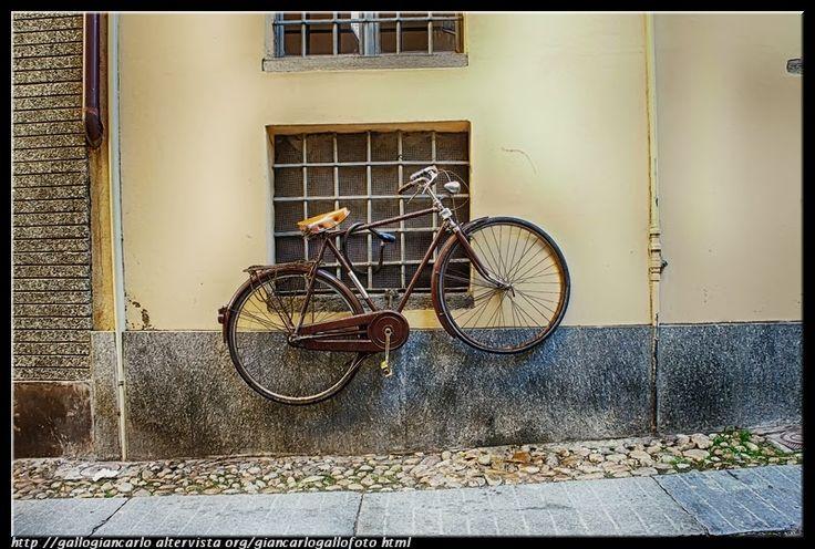 Bicicletta HDR - photographic processing (29) Bicicletta HDR - photographic processing. Continuo la pubblicazione di fotografie elaborate con la tecnica Hdr