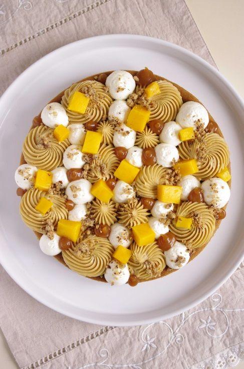 Tarte Fantastik mangue composée d'une base de sablé breton, de mousseline spéculos, de sauce caramel, de dés de mangue et de streusel noisette.