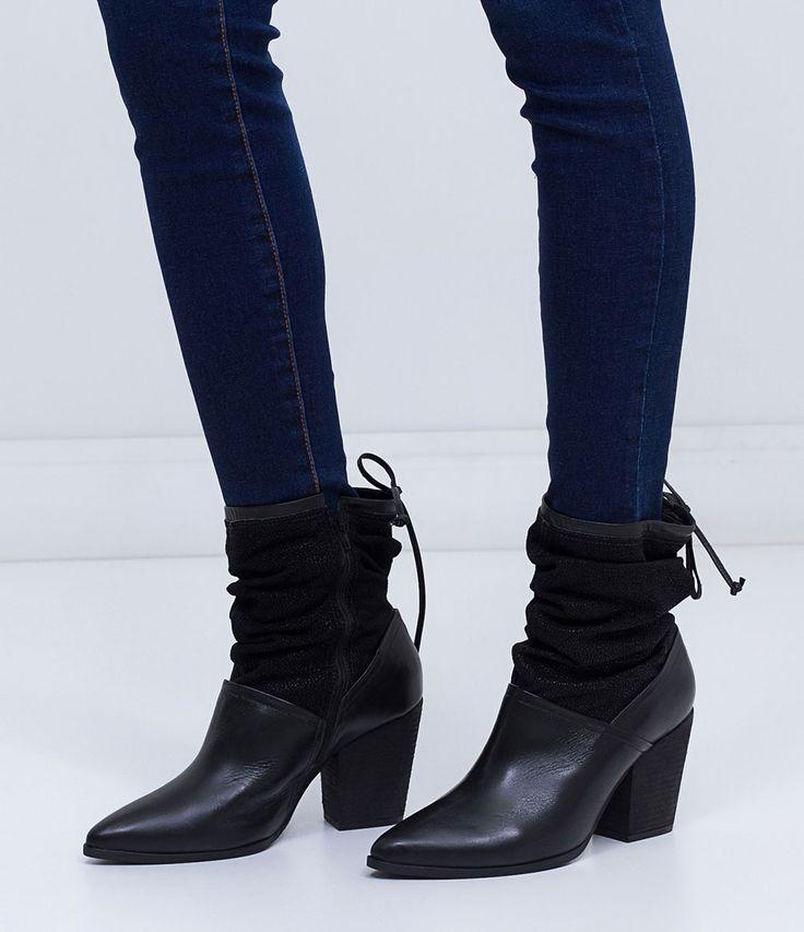 Bota feminina  Cano médio  Altura do salto: 7cm  Marca: Bottero  Material: couro         COLEÇÃO INVERNO 2016     Veja outras opções de    botas femininas.