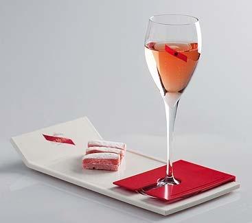 PRACTICA EL MUMM TIME  Brinda con una copa del legendario champagne G. H. Mumm (en hoteles **** y *****)