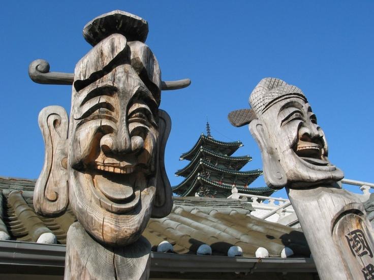 Jangseung - Gyeongbokgung Palace. Seoul    http://www.visitkorea.or.kr   KOREA TOURISM ORGANIZATION