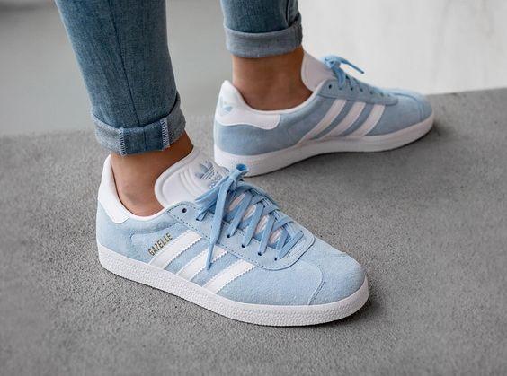 Des Sneakers Adidas Gazelle D Un Bleu Pastel à Mettre Avec Un Jean Sneakers Bleu Fashion Tendance Blue Adidas Shoes Adidas Shoes Women Adidas Gazelle