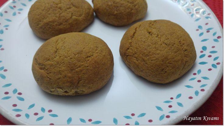 İçinde 7 çeşit baharat var, bal var, hem de esmer şekerle yapılıyor. Mis gibi kokusu, harika bir tadı var: Baharatlı Kurabiye http://hayatinkivami.blogspot.com.tr/2017/02/baharatli-kurabiye.html