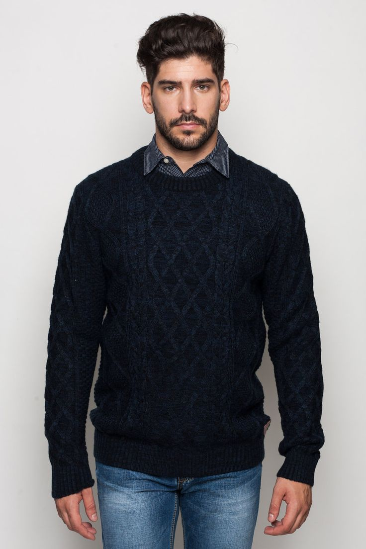 Elegáns, divatos férfi kötött pulóver, többféle színkombnációban.