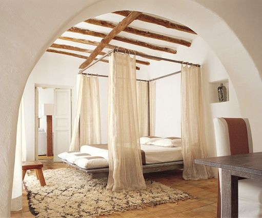On an island of sicily the four poster desk and desk for Italian villa interior design ideas
