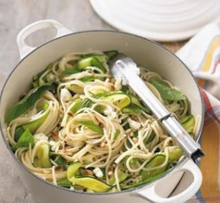 Spaghetti with courgettes, feta, mint and pine nuts | Healthy Food Guide: Feta Mint, Mint Pasta, 1Yum Food, Favourit Recipes, Food Guide, Pine Nut, Healthy Foods, Courgett Feta, Courgette Feta
