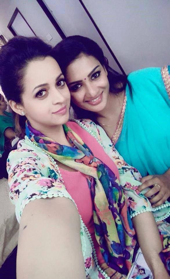 actress bhavana stills-photos-images-pictures-selfie (23)