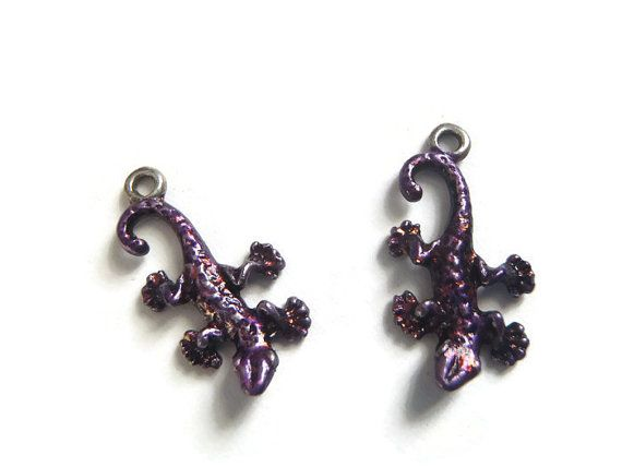 geco lucertole coppia di ciondoli di metallo argento tibetano smalto  viola rosso charm animali gioielli handmade craft lasoffittadiste