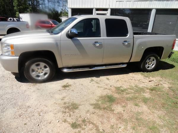 2008 Silverado LT CrewCab Clean Inside & Out Well Cared for Truck. (CHAPIN) $13995