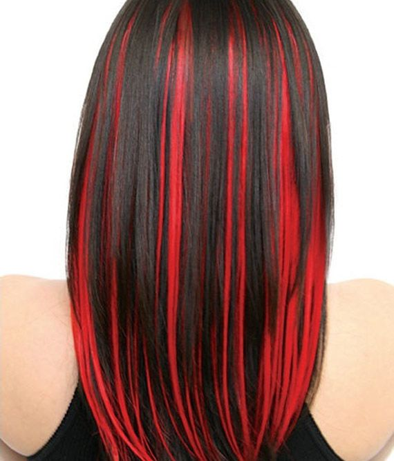 capelli con ciocche rosse