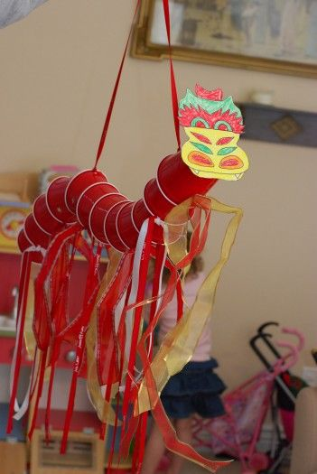 Dragon Puppet! Great for Chinese New Year, or anytime! Adapted from: http://www.sunscholars.com/2011/09/flying-dragon-puppet.html AND face from: http://crafts.kaboose.com/chdragoneasy.html