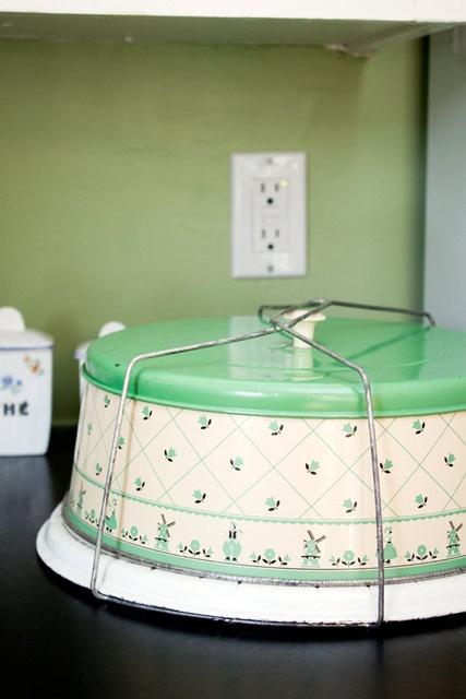 Vintage Cake Saver & 433 best ~ CAKE PLATES u0026 CARRIERS ~ ANTIQUE u0026 VINTAGE images on ...
