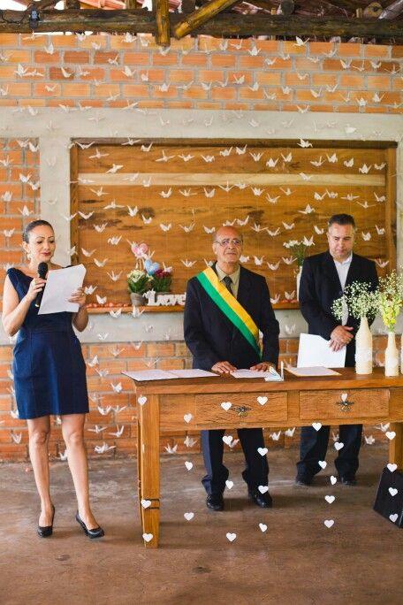 Decoração de #Casamento. Casamento no #campo. #Casamentoaoarlivre Casamento #rústico. Casamento romantico e delicado. Decoração no estilo #diy. Faça você mesmo. #Origamis. Cortinas de #tsurus