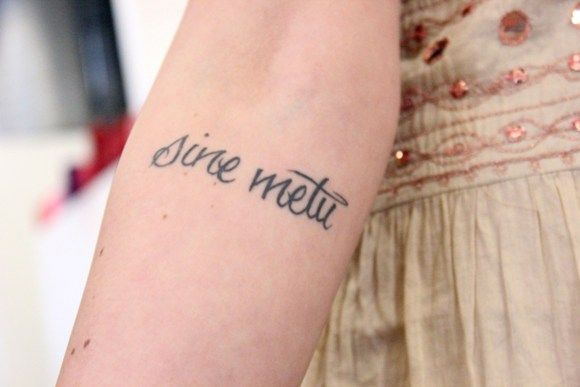 """sine metu or """"without fear,"""" pronounced: seen-A met-oo. This would be perfect with my strenght symbol tattoo underneath it."""