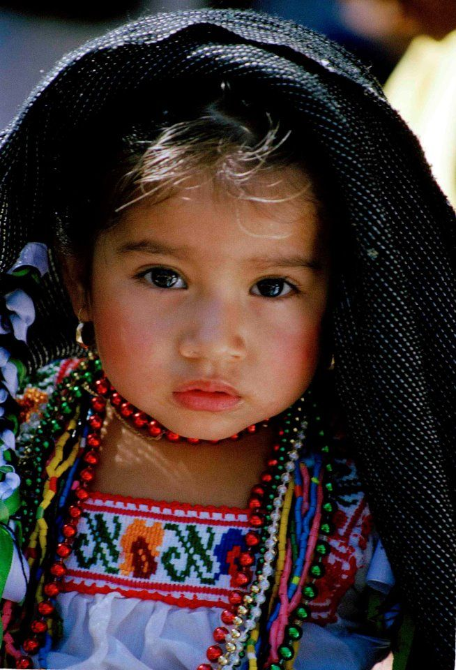Adorable little Mexican girl... rosy cheeks :) *and those eyes and lips...hers is a little darling.*