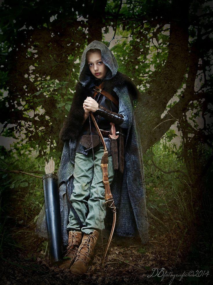 costume ranger's apprentice. Bow, quiver, knifes, cloack, vest, pouch. more of this ranger's apprentice http://www.pinterest.com/DBfotografie/rangers-apprentice-grijze-jager/