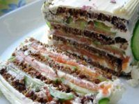 Торт-бутерброд с малосоленым лососем и крем-сыром