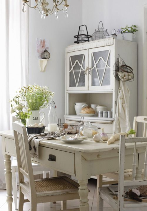 white...Farmhouse Chic, Dining Room, Shabby Chic, Cozy Kitchens, French Vintage, Farmhouse Kitchens, Kitchens Colours, French Country Kitchens, French Style