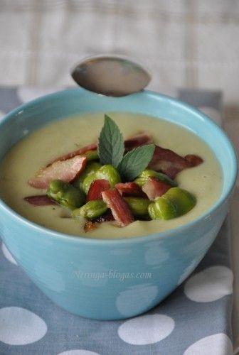 Kremowa zupa ziemniaczana z porem, boczkiem i bobem