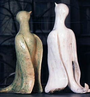 """Füreya Koral, """"Birds"""", gres, 80 cm, 1977 (Erdinç Bakla archive)"""