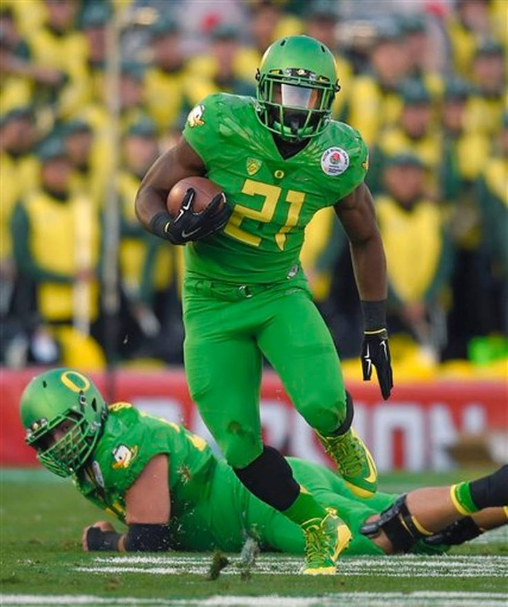 Oregon running back Royce Freeman runs against Florida State during the first half of the Rose Bowl NCAA college football playoff semifinal, Thursday, Jan. 1, 2015 in Pasadena, Calif. (AP Photo/Mark J. Terrill)
