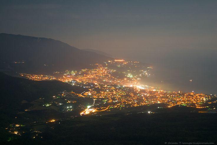 Crimea - Ciudad de Yalta. Vista nocturna