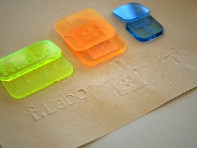 Tampon, tasse à café, clavier... quelques objets du quotidien professionnel réalisables en impression 3D.