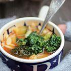 Een heerlijk recept: Groentesoep met peterseliepesto